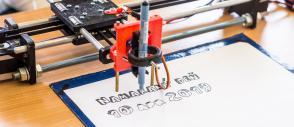 Tlačiareň vyrobená pomocou Arduino (Namakaný deň banner)